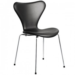 Fritz Hansen Series 7 Chair Fully upholstered, leather