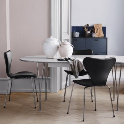 Fritz Hansen Series 7 Chair Fully upholstered, leather