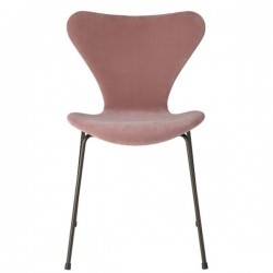 Fritz Hansen Series 7™ Velvet chair